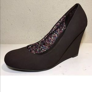 Report Women Shoes Size 8.5 LEO Brown Wedges Suede